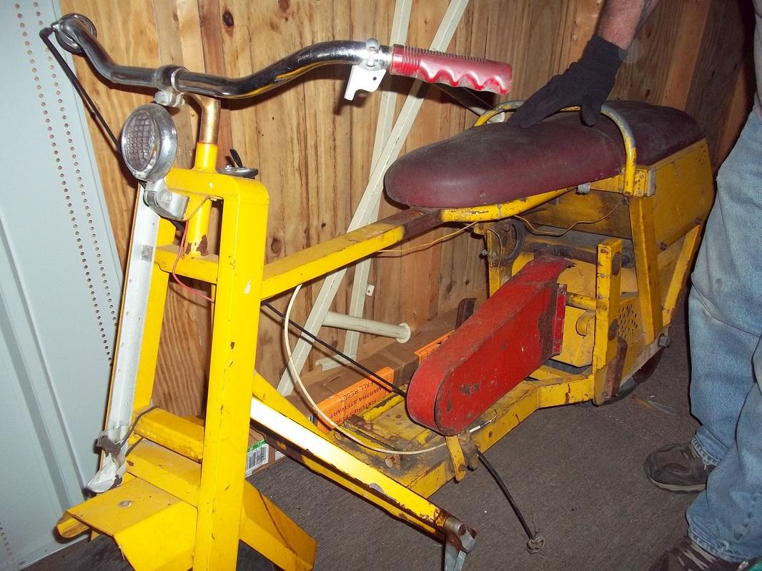Cushman Scooter Amp Parts Wegner Auctioneers